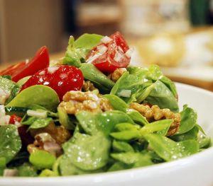 Semiz Otlu Yaz Salatası Tarifi